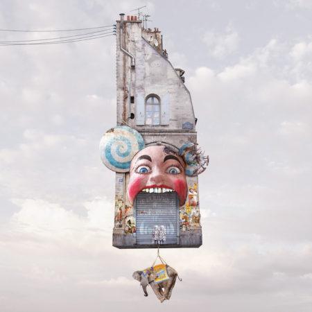Zeynep represents flying houses enfer